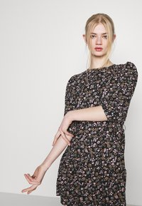 ONLY - ONLRIKKA DRESS - Kjole - black - 4
