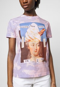 Versace Jeans Couture - Print T-shirt - blue bell/pink confetti - 5