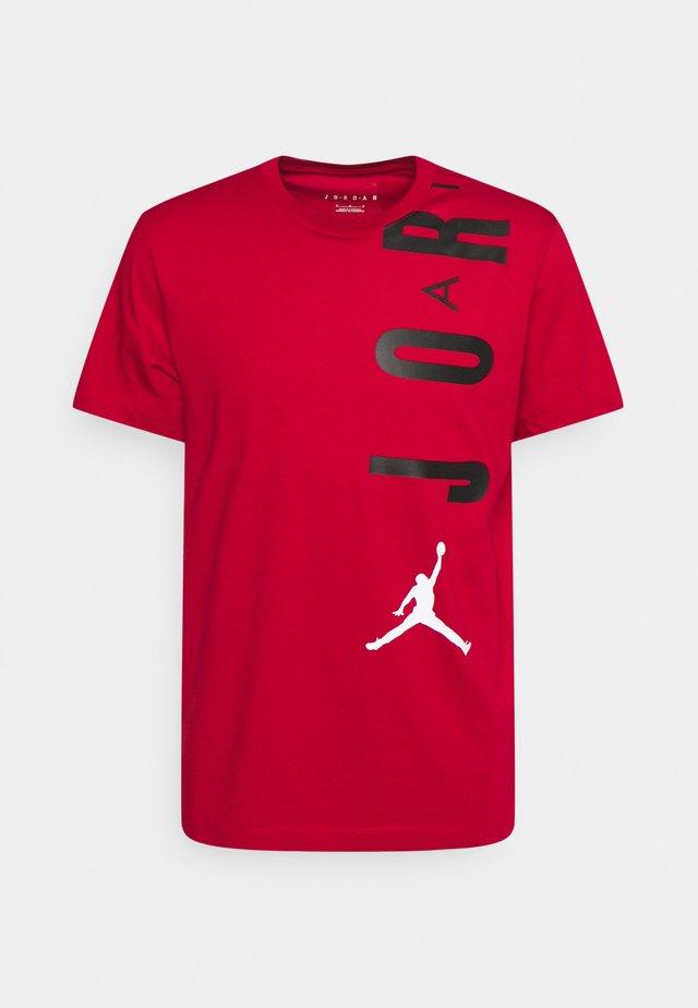 AIR STRETCH CREW - T-shirt imprimé - gym red/black/(white)