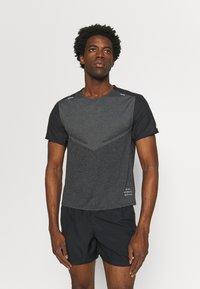 Nike Performance - TECHKNIT ULTRA  - T-shirt print - black/smoke grey - 0