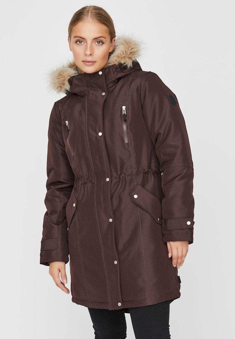 Vero Moda - Płaszcz zimowy - chocolate plum