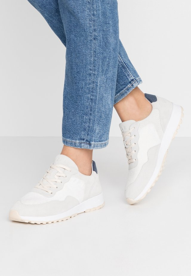 ELLA - Joggesko - white/navy