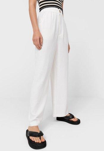RUSTIKALE - Pantalon classique - white