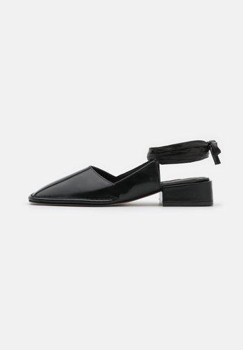 SIERRA - Sandály - black