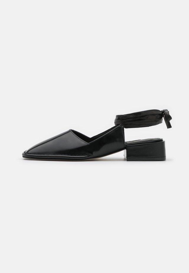 SIERRA - Sandaalit nilkkaremmillä - black