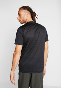 Under Armour - RAID GRAPHIC - T-shirt med print - black - 2