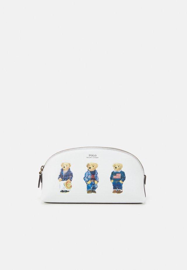 SMOOTH BEAR CASE - Kosmetická taška - white multi