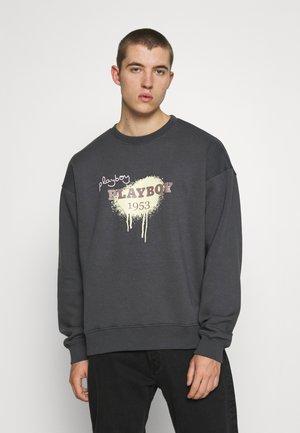 PLAYBOY X MENNACE UNISEX GRAFFITI PRINT - Sweatshirt - charcoal