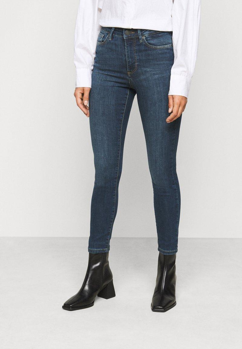 Vero Moda Petite - VMSOPHIA SKINNY JEANS PETI - Jeans Skinny Fit - medium blue denim