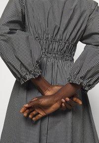 Proenza Schouler White Label - YARN DYE PLAID DRESS - Day dress - black/white - 4