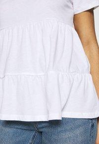 ONLY Petite - ONLAYCA PEPLUM - Print T-shirt - white - 5