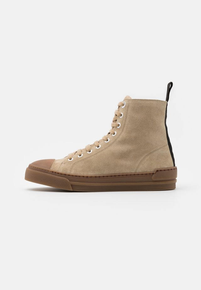 COURT - Sneaker high - camel