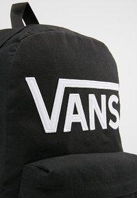 Vans - BY NEW SKOOL BACKPACK BOYS - Ryggsäck - black/white - 5