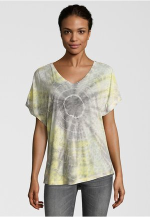 BATIC - Print T-shirt - yellow