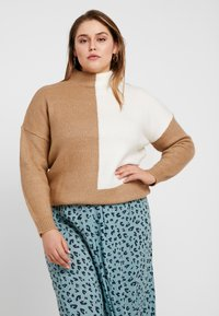 Simply Be - ELEVATED ESSENTIALS HIGH NECK JUMPER - Neule - camel/ivory - 0