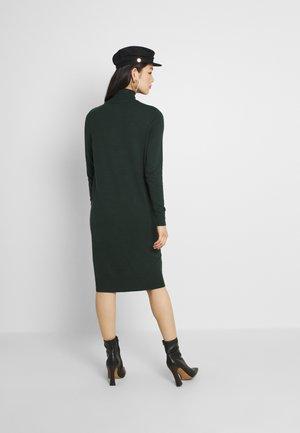 VIJENEVE - Gebreide jurk - darkest spruce