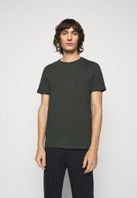 Filippa K - TEE - Basic T-shirt - dark spruce - 0