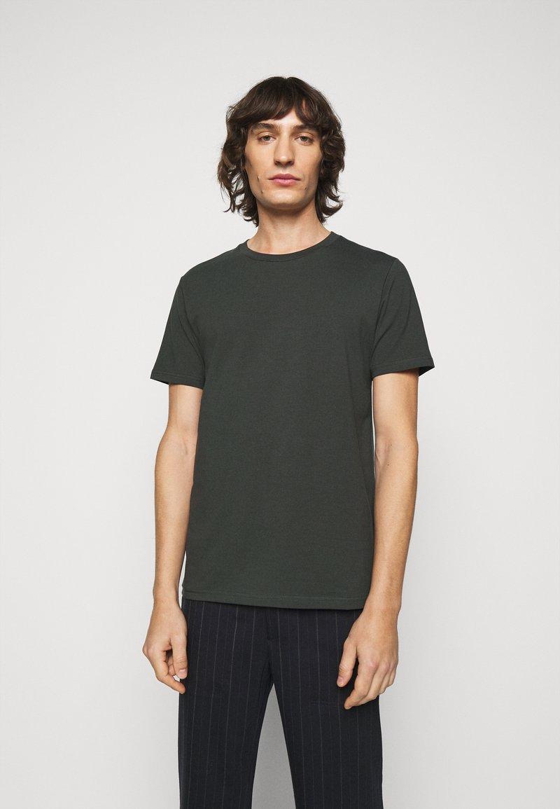 Filippa K - TEE - Basic T-shirt - dark spruce