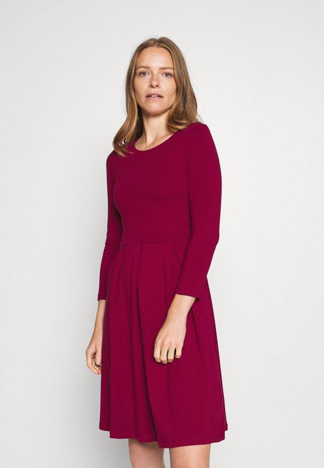 Jersey dress - beet red