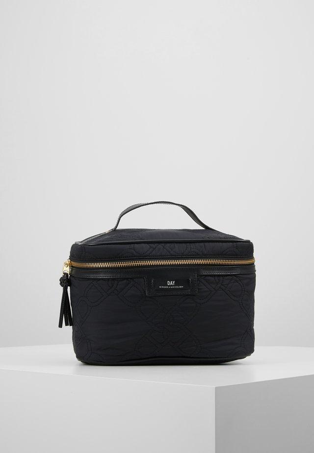 GWENETH CHAIN SET - Wash bag - black
