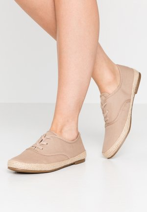 Loafers - taupe