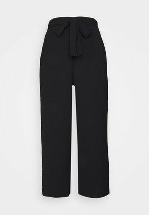 PCKELLIE CULOTTE ANKLE PANT - Pantalones - black