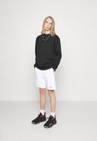 Karl Kani - UNISEX SMALL SIGNATURE BOX CREW - T-shirt à manches longues - black - 1