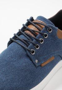 Bullboxer - Chaussures à lacets - navy - 5