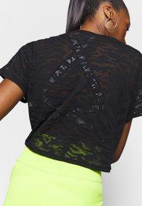 Good American - ZEBRA BURNOUT TEE - Print T-shirt - black - 6