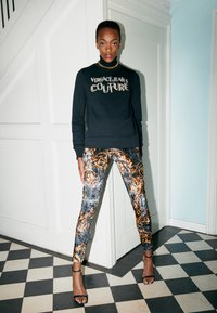Versace Jeans Couture - PANTS - Legginsy - black/gold - 2