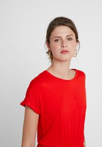 Noisy May Tall - NMNOLA DRESS - Vestido ligero - fiery red - 4