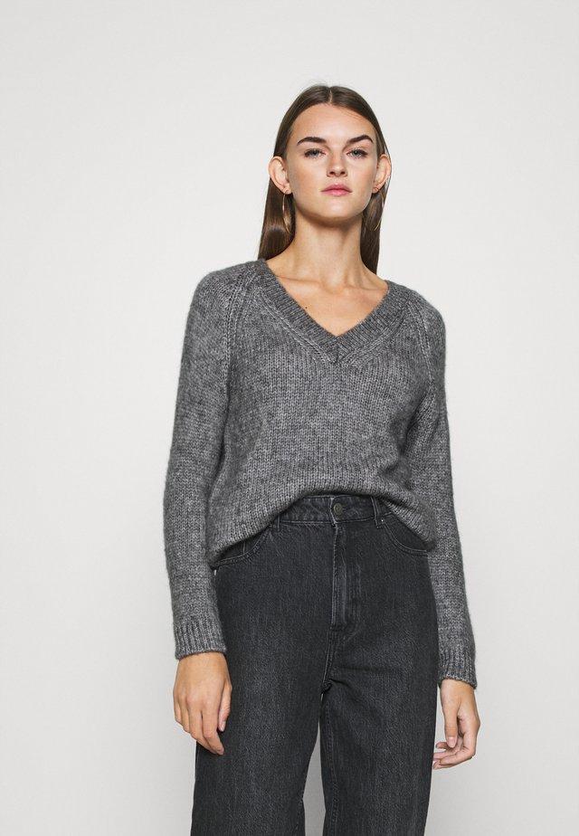 ONLBENIN V NECK - Pullover - medium grey