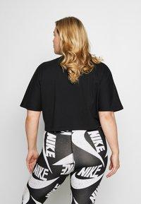 Nike Sportswear - T-shirts med print - black/(white) - 2