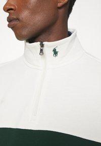 Polo Ralph Lauren - LOOPBACK TERRY LONG SLEEVE - Sweatshirt - chic cream/college green - 6