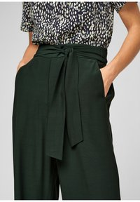 s.Oliver BLACK LABEL - Trousers - dark green - 4