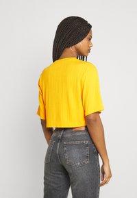Monki - Print T-shirt - yellow medium - 2