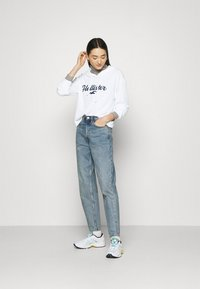 Hollister Co. - COZY HOODIE  - Jumper - white - 1