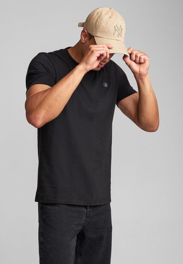 AKROD - T-shirt basic - caviar