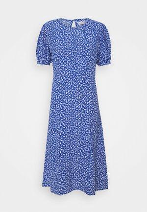 SAMIRAH DRESS - Denní šaty - maddy floral print - vintage blue