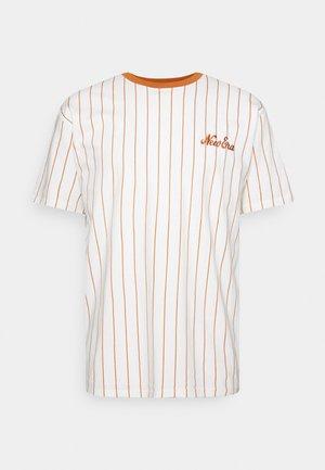 OVERSIZED PINSTRIPE TEE - Camiseta estampada - white
