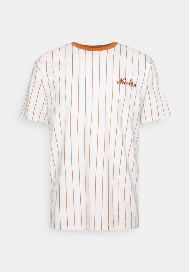 OVERSIZED PINSTRIPE TEE - T-shirt imprimé - white