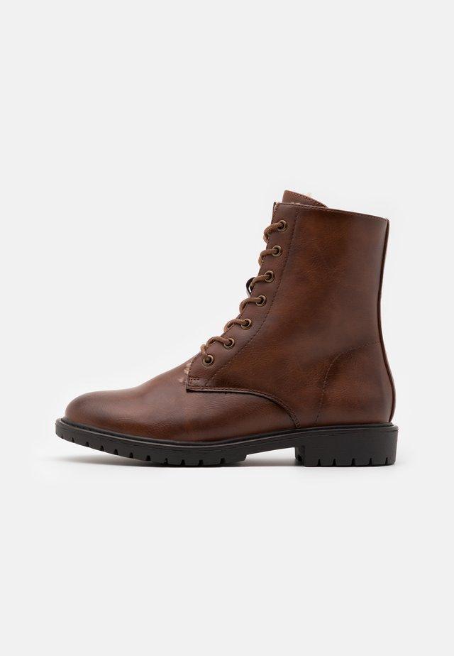 Zimní obuv - cognac