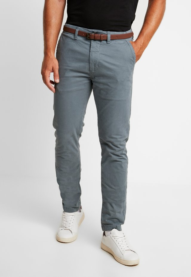 PRESLEY PANTS WITH BELT - Chino - grey