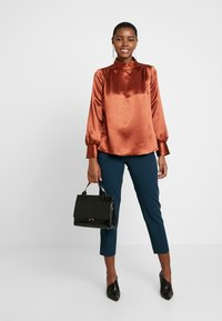 Closet - HIGH NECK GATHERED BLOUSE - Blouse - rust - 1