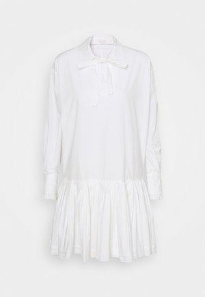 Košilové šaty - confident white