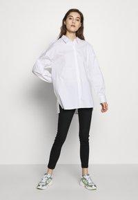 Gestuz - IBBY OVERSIZES - Košile - bright white - 1