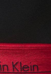 Calvin Klein Underwear - MODERN LIFT BRALETTE - Alustoppi - black/red gala - 2