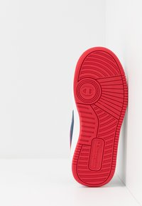 Champion - LOW CUT SHOE NEW REBOUND UNISEX - Basketball shoes - navy - 5