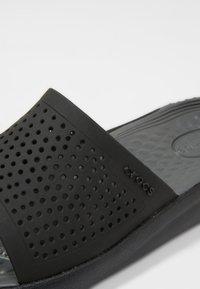 Crocs - Badesandale - black/slate - 5