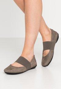 Camper - RIGHT NINA - Ankle strap ballet pumps - rocket - 0